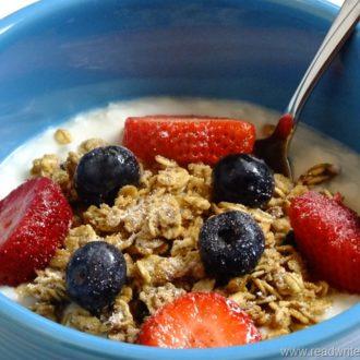 Berry Yogurt Crunch Recipe & SPLENDA No Calorie Sweetener, Packets #SWEETSWAPS ™